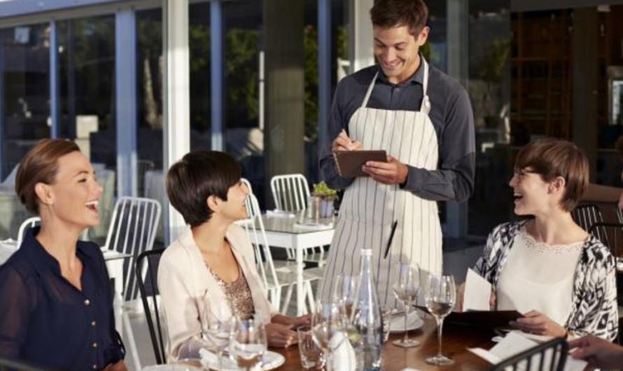 Passer commande dans un restaurant. Écoutez et complétez !